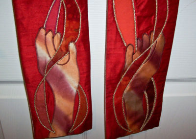 Reversible red/white - hands holding the flames